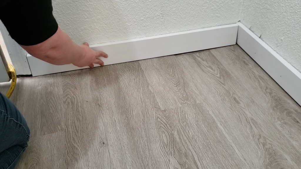 how-to-install-baseboards-easily-4
